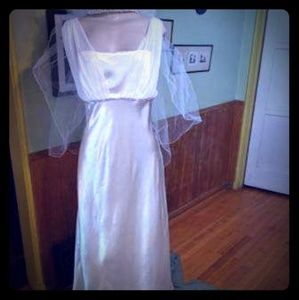 EUC Long Wedding dress princess sleeveless